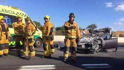 Los bomberos de Palma y servicios sanitarios se han desplazado hasta el lugar
