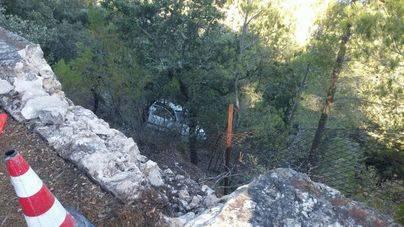 Sale ilesa tras volar 15 metros con su coche en Valldemossa
