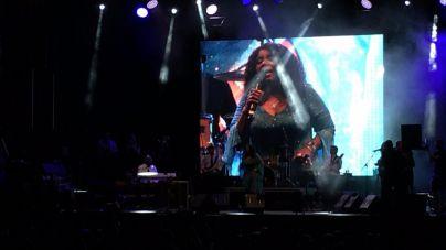 Gloria Gaynor enamora a los asistentes del concierto en Port Adriano