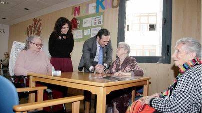 Fina Santiago fulmina el servicio 'PROPER' de apoyo a las personas dependientes