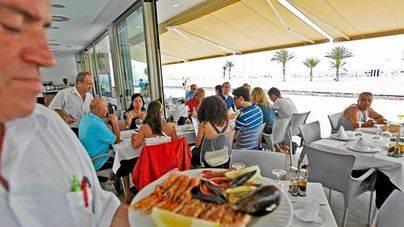 Balears reduce a la mitad el número de hogares con todos sus miembros en paro