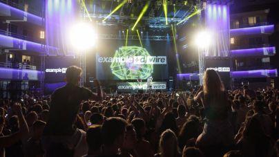 Magaluf se rinde ante el rapero Example y DJ Wire