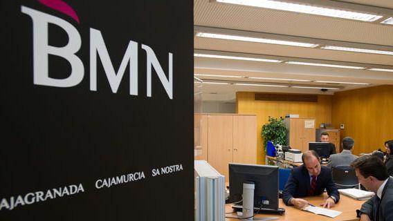 Bmn gan 32 millones en el primer semestre for Bmn caja granada oficinas