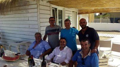 El promotor, Jaume Mandilego y el alcalde de Can Picafort, Joan Monjo, entre otros