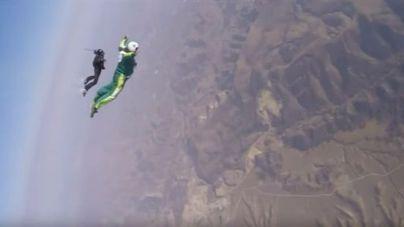 Un estadounidense bate el récord de 7 kilómetros de salto sin paracaídas