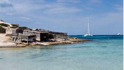 La Guardia Civil denuncia un fondeo sobre posidonia en Ses Salines