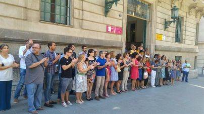 Minuto de silencio de las autoridades por la memoria de Xue Sandra Saura