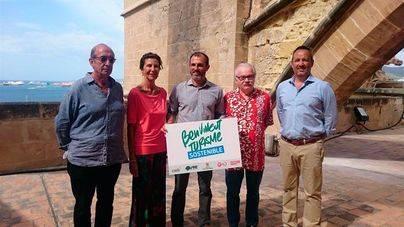 El videpresident Biel Barceló porta el slogan publicitario de la campaña