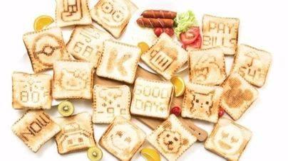 Una tostadora permite dibujar imágenes sobre el pan