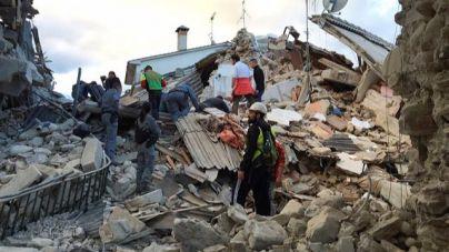 Un terremoto causa la muerte de al menos 120 personas en Italia