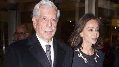Vargas Llosa, atacado por un banco de medusas