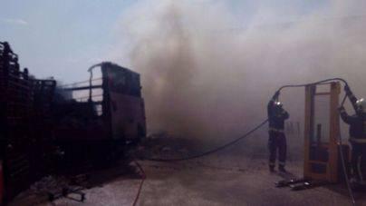 Extinguido el incendio del polígono industrial de Santa Maria