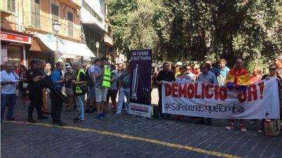 Sa Feixina sí que tomba exige a Cort la demolición del monumento