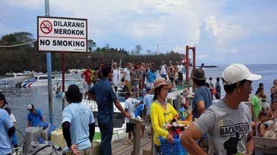 Una española muere en el incendio de un ferry en Bali