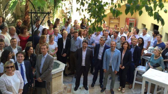 Barceló y Magnier, rodeados por el colectivo francófono de Malllorca