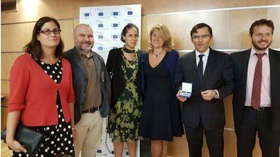 Rosa Estaràs entrega el premio Ciudadano Europeo 2016 a la ONCE