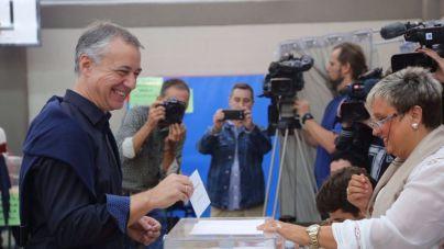 Vascos y gallegos votan en pleno bloqueo general