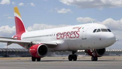 Iberia Express baja precios con Balears pero cobrará la primera maleta