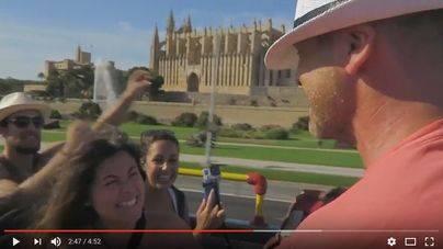 Vea el vídeo completo de la pedida de mano en un bus turístico de Palma