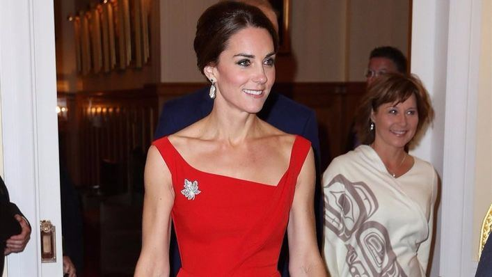 Kate Middleton deslumbra de rojo