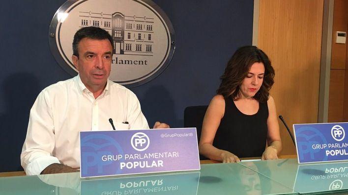 Miquel Vidal junto a Sandra Fernández