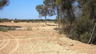 Las toneladas de escombros se encuentran en un espacio natural protegido