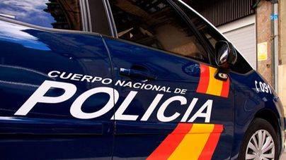 Un policía salva a una menor de quitarse la vida saltando de un quinto piso en Palma
