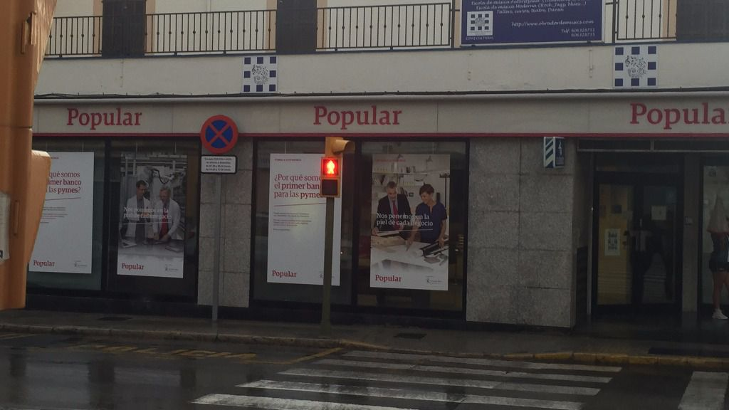 El banco popular fusiona las direcciones de balears y for Banco popular e oficinas