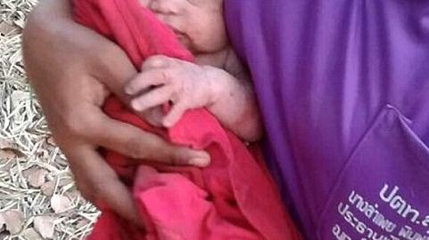 Hallado un bebé en Tailandia tras ser apuñalado 14 veces