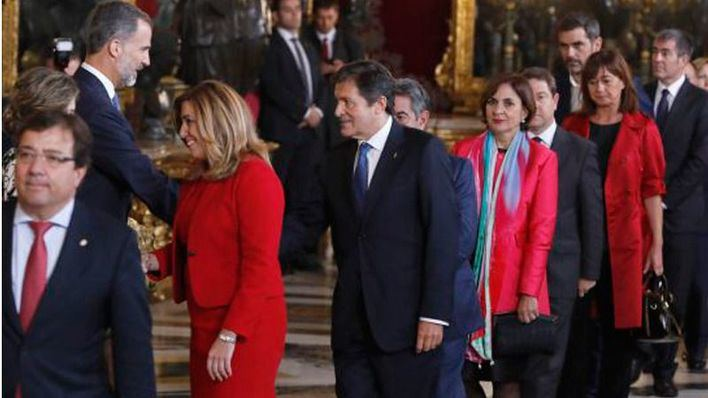 El presidente asturiano y metros más atrás, la presidenta balear