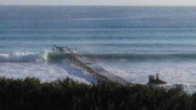 Las olas se han llevado por delante parte de la superficie