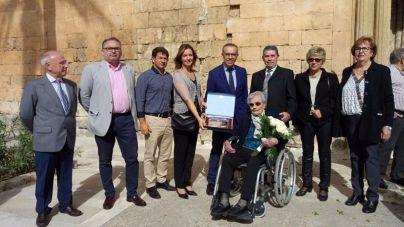 Muro homenajea a una vecina centenaria