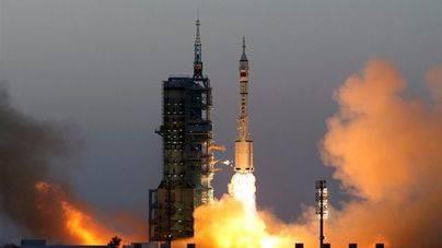 China pone en órbita su mayor misión espacial