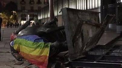 Barcelona retira del Born la estatua de Franco