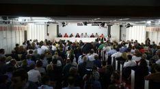 El PSOE vota abstenerse para que Rajoy gobierne
