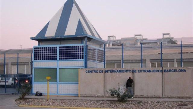 70 internos del CIE piden su libertad con una huelga de hambre