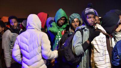 Comienza la evacuación del campo de inmigrantes de Calais