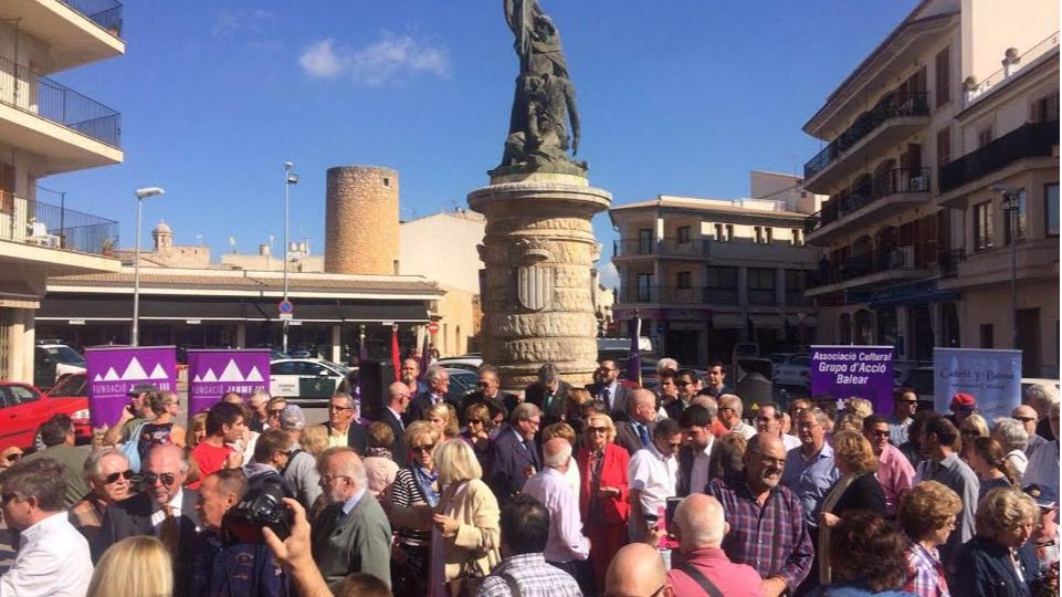 El homenaje a Jaume III reúne a todas las entidades que defienden la identidad cultural balear