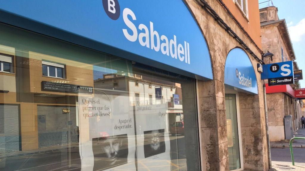 Banco sabadell prepara un ajuste de oficinas que afectar for Oficina de empleo sabadell