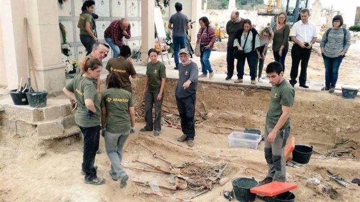 Porreres ya ha descubierto 15 cuerpos de la fosa común