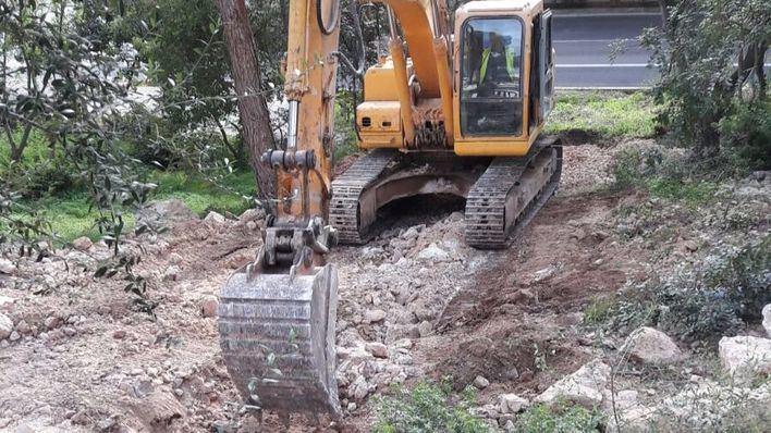 La obra consiste en crear puntos de drenaje y abrir grandes imbornales.