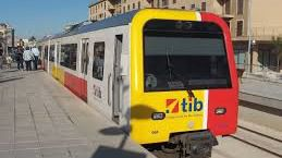 Los trenes efectuarán paradas en todas las estaciones intermedias.