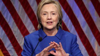 Clinton reaparece desmejorada: