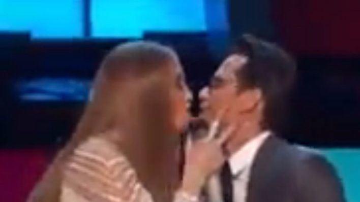 Beso en el escenario de Jennifer López y Marc Anthony