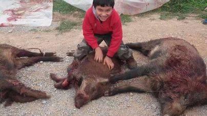 AnimaNaturalis denuncia a un cazador por llevar a sus hijos menores de caza