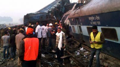 Más de 100 muertos en India en un accidente de tren