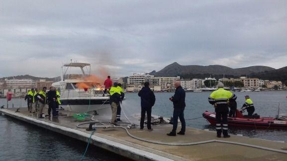 Alcudiamar realiza un simulacro de incendio a bordo de una embarcación