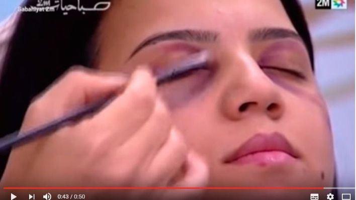 Una televisión enseña a mujeres maltratadas a maquillarse los golpes