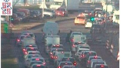 Grandes retenciones en el Passeig Marítim por un accidente en la carretera del aeropuerto