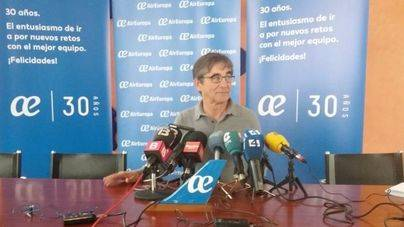 Imagen de la rueda de prensa del técnico bermellón, Fernando Vázquez